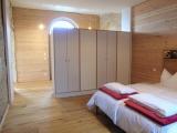 Naturholz auch im Schlafzimmer